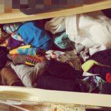 【汚部屋あるある】画像あり。床には畳んでない洗濯物の山が。原因を探ってみた。